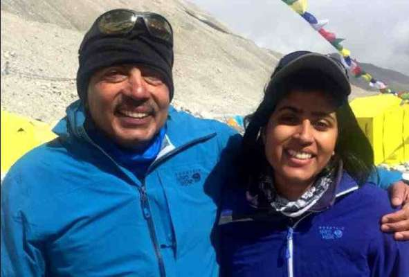 Father Daughte Set a Record As They Climb Mount Everest